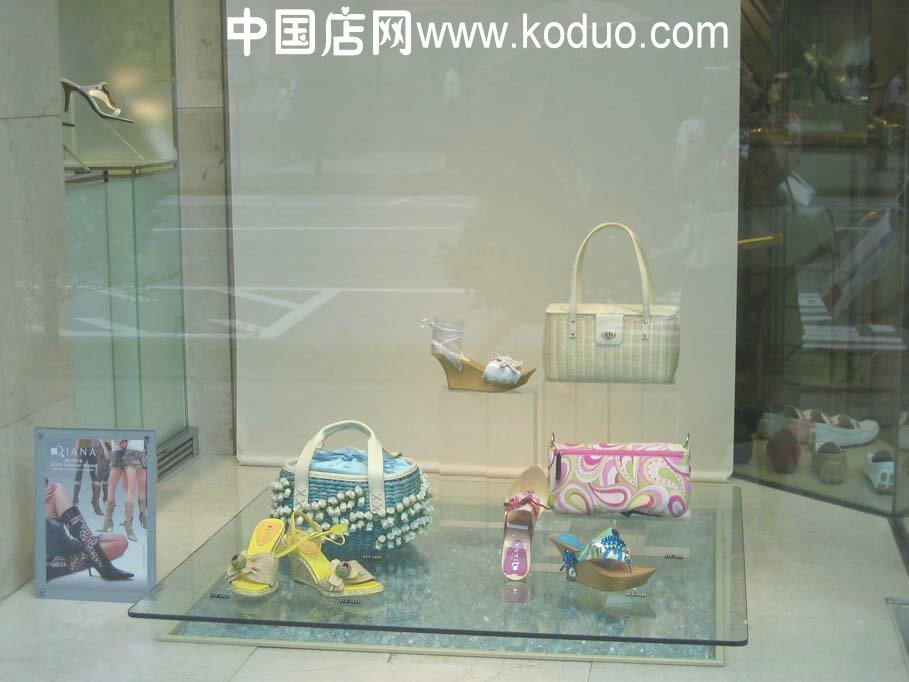 鞋店橱窗装修 设计效果图 中国店网