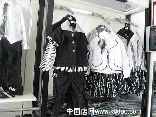 韩国品牌童装店装修设计效果图