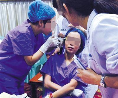 王萱发现床边垃圾桶内堆满了注射产品的