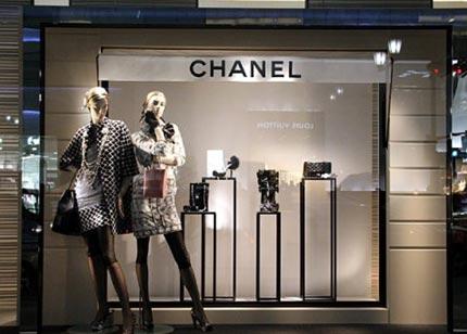 服装店常见的模特摆放方式图片