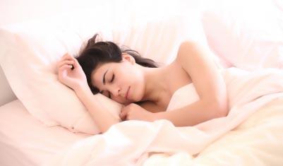 """改善睡眠成保健热门需求 小心别被收了""""智商税"""""""